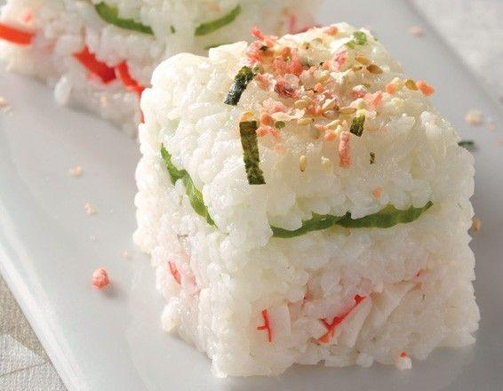 Pastel de sushi con surimi y queso crema