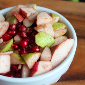 Cinnamon Ginger Fruit Salad and more of the best healthy Christmas recipes on MyNaturalFamily.com #christmas #recipe