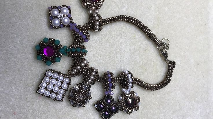 FREE Tutorial for Interlace Reversible Charm #1. By Bronzepony Beaded Jewelry