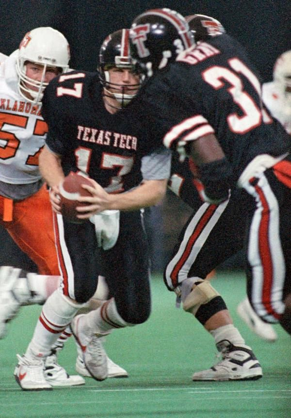 1988 Oklahoma State Vs Texas Tech In Japan Billy Joe Tolliver 17 Hands Off To James Gray 3 Texas Tech Football Football Cheerleaders Texas Tech Red Raiders