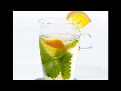 Čaj s kopřivou a pomerančem
