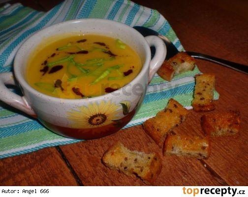 7 cizrnovo - mrkvová polévka