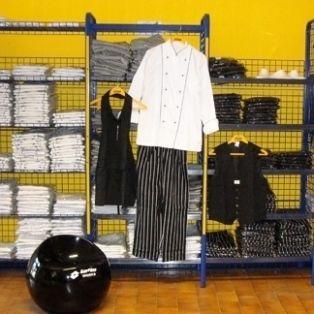 Al tempo impiegato dal lavoratore per indossare gli abiti da lavoro deve corrispondere una retribuzione aggiuntiva: http://www.lavorofisco.it/?p=20587