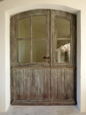 Porte fenêtre cintrée avec patine Porte fenêtre tiercée, soubassement à lames 135x215cms. Portes d'entree .