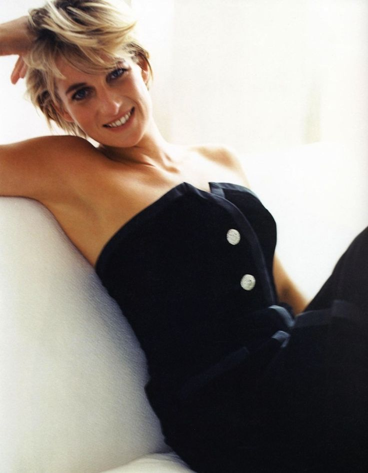 Princess Diana....this is one of my favourite photos..I remember seeing her dresses at Kensington Palace with the Londongirls!