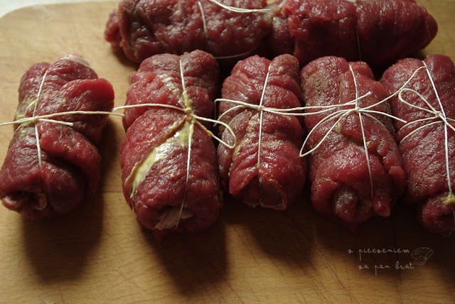 Z pieczeniem za pan brat: Rolady wołowe z kluskami śląskimi