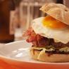 Hamburger met blauwe kaas en uienconfituur - Recept | VTM Koken