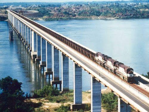 Ponte rodoferroviária de Marabá - Pará. A Ponte de Marabá é uma ponte mista rodoferroviária, com 2.340 m de extensão, que atravessa sobre o Rio Tocantins, próxima à formação do lago artificial da hidrelétrica de Tucuruí, dentro da área urbana da cidade de Marabá, no Pará, Brasil.