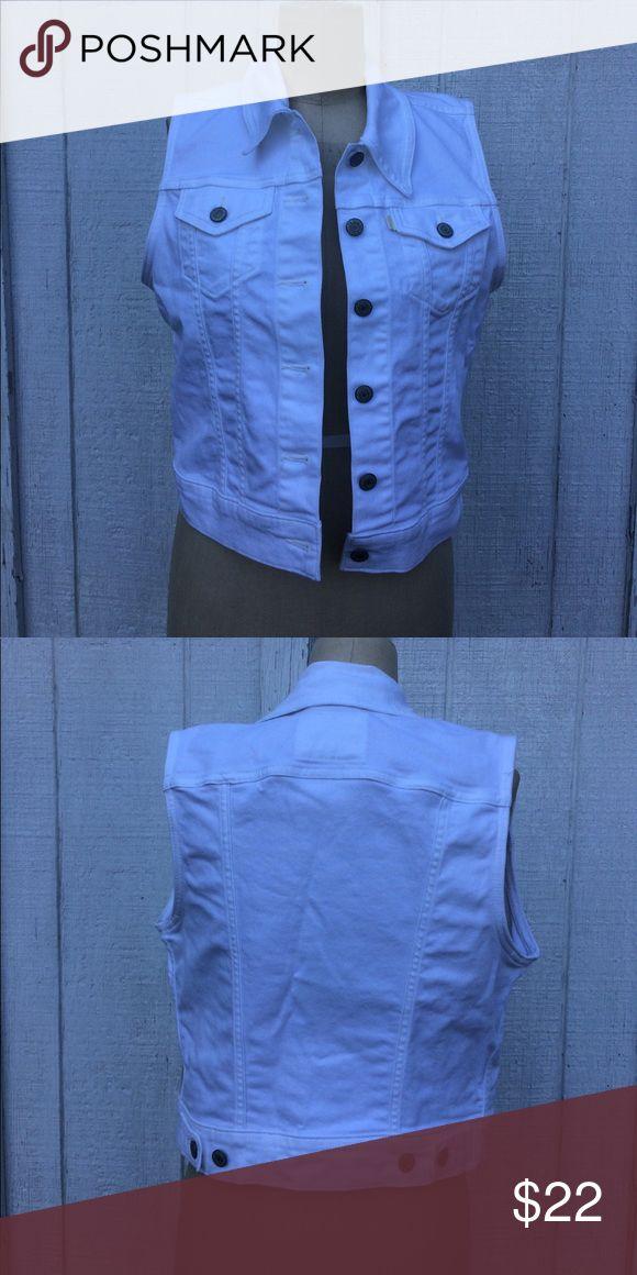 Levi's White Denim Vest Sz M Levi's white Denim button up Vest - in excellent like new condition. Sz M women's. Levi's Jackets & Coats Vests