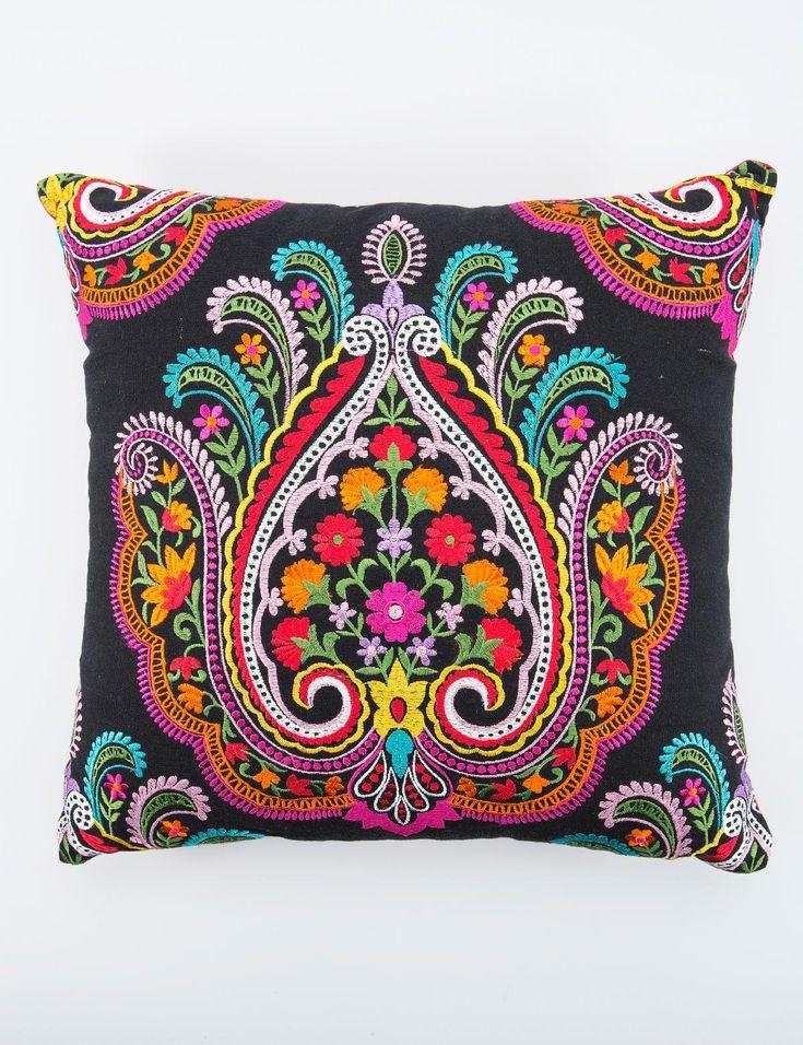 Folk Pillow... Cojín Folclórico...