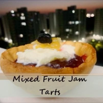 Deck the weekend with these Jam tartlets 🍓🍴 Full recipe in bio 😋