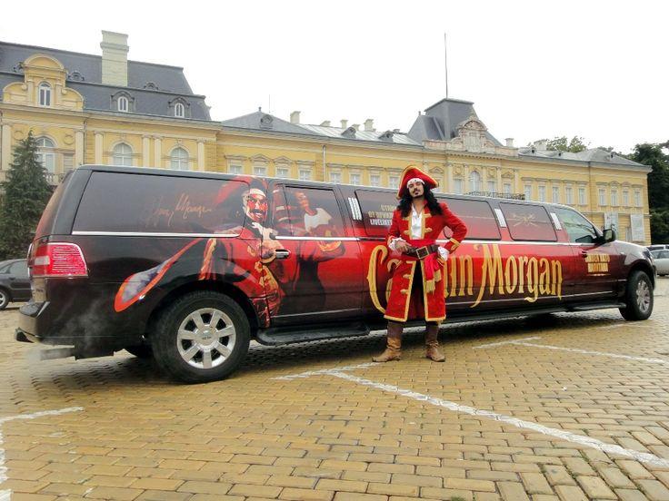 Уникална лимузина с облика на легендарния Капитан Хенри Морган акостира в София.
