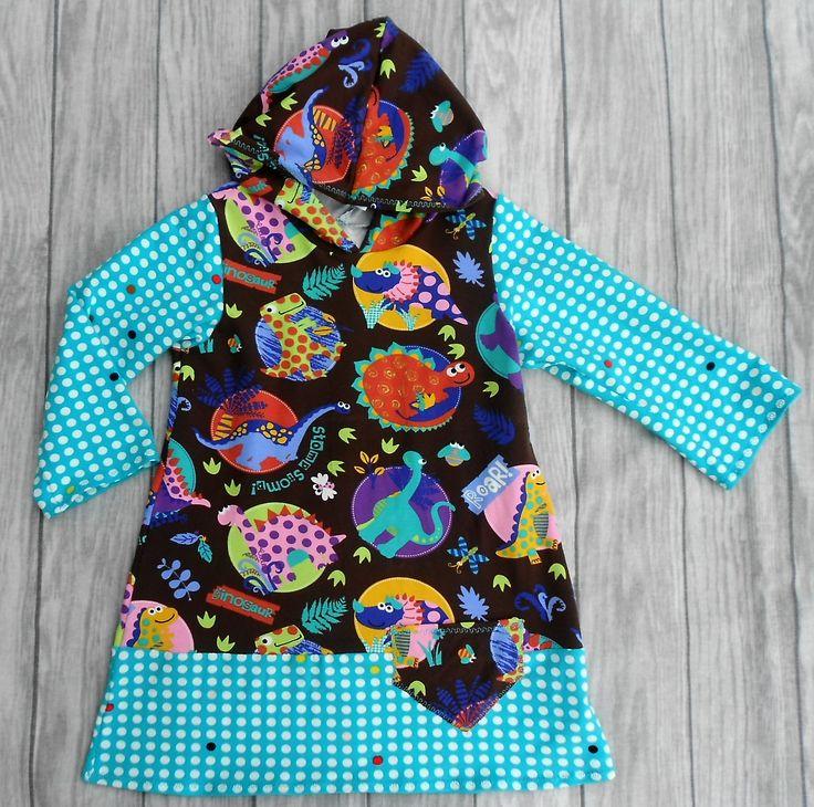 handgemachtes Mädchenkleid - Shirtkleid mit Kapuze, Größe 98  Hergestellt aus 92% Baumwolle, 8% Elasthan (Stretchjersey), Ärmellänge 31 cm, Brustweite einfach 32 cm, Gesamtlänge 52 cm.  Dieses Kleid sieht hübsch aus auf einer Jeans oder Leggins.  Das Mädchenkleid ist in Handarbeit gefertigt und hergestellt in Deutschland