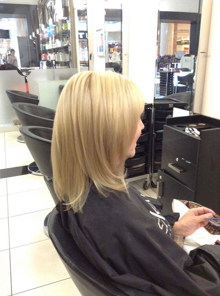 Une nouvelle couleur + une nouvelle coupe = Un nouveau look   Superbe coiffure et coloration fait par Andy du Salon Odyssée GLAM