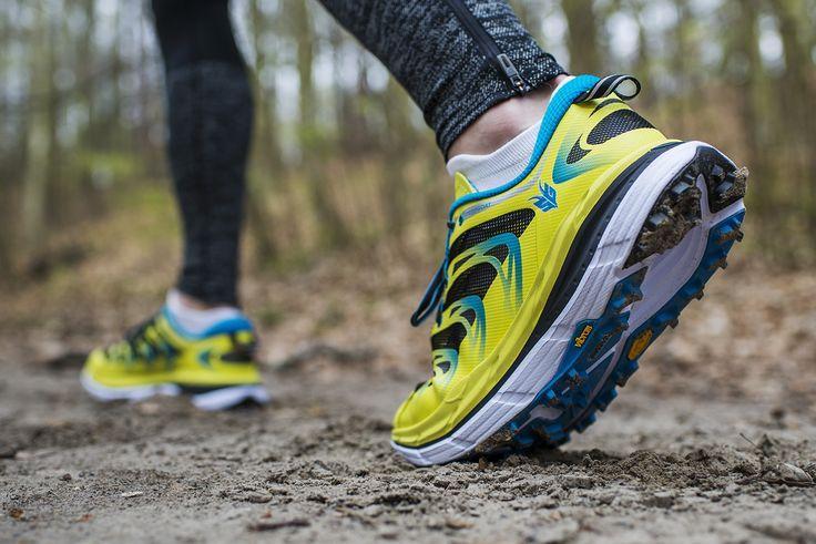Hoka One One Speedgoat to buty zainspirowane przez Karl Metzer - ultramaratończyka, wielokrotnego zwycięzcy biegów na dystansach 100 mil. Choć wyglądają pancernie, są lekkie, ważą 275 g (42EU). Posiadają wysoką amortyzację, a 5 mm drop pozwala na bieganie ze śródstopia.🏃