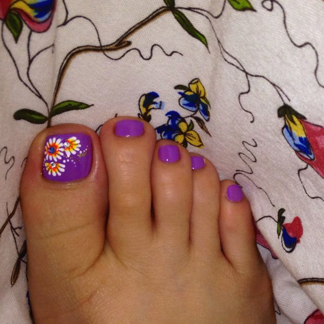 Toenail art for Spring. Lavander base. Flowers with white/yellow/orange  petals - 666 Best Pretty Toes! Images On Pinterest Toe Nail Designs, Toe