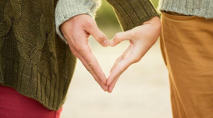 Romantische Liebessprüche für deine Liebeserklärung zum Valentinstag, Jahrestag & Hochzeitstag. 43 Valentinstag Sprüche für WhatsApp, SMS & Karte, sowie schöne Liebessprüche auf Englisch mit deutscher Übersetzung und Beispieltexte für deine Karte zum Valentinstag.