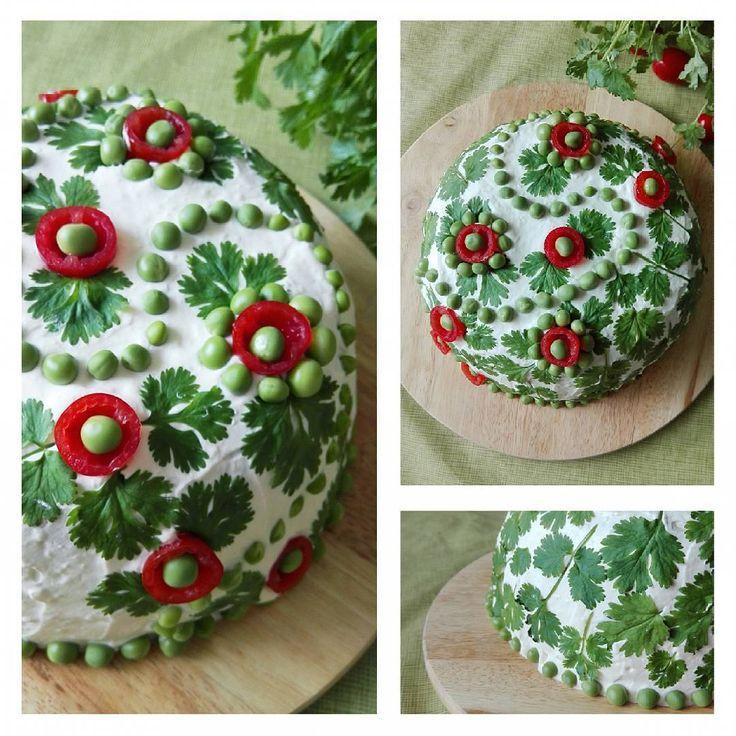My first sandwich cake decoration ever. This salmon filled cake is decorated with coriander leaves, tomatoes and peas. #sandwichcake #salmoncakes #coriander #cherrytomatoes #cakedecorating #cakeart Elämäni ensimmäinen voileipäkakun koristelu. Tämä lohitäytteinen kakku on koristeltu korianterin lehdillä, tomaateilla ja herneillä. #kakku #voileipäkakku #lohivoileipäkakku #korianteri #kirsikkatomaatti #leivonta #smörgåstårta