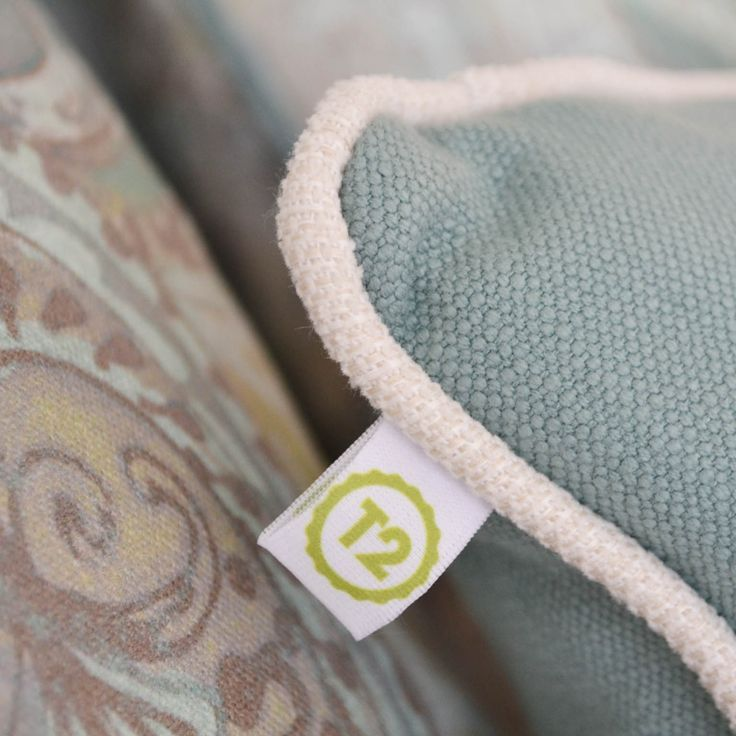 034_Pillow detail