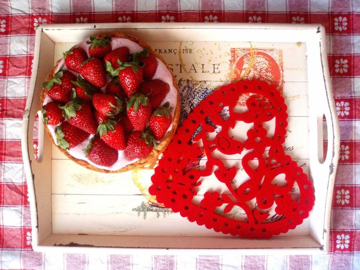sama złodycz: Wiosenna tarta z kremem z białej czekolady i truskawkami