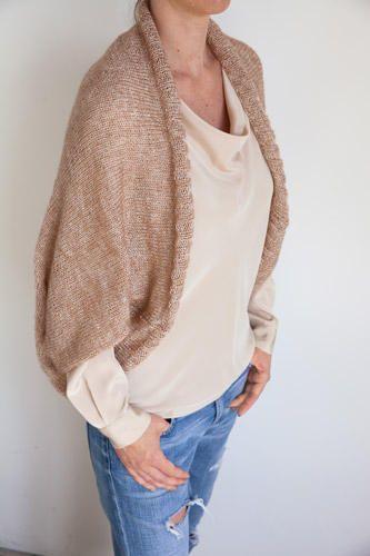"""Wer gern schnell stricken möchte, findet im """"Schnellstricker-Buch"""" von Nina Schweisgut viele kreative Projekte für Mode und Wohnaccessoires."""