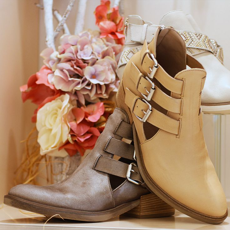 Evolution boutique | Janet&Janet #Evolution #Boutiquemoda #grandifirme #stivaliflat #stivalidonna #fibbia #Janet #ss15 #newcollection #Polignanoamare #evolutionpolignano #fashionpuglia #Primaveraevolution #printemps #glamour #style #Evolutioncard #Boutiquedonna #modadonna #abbigliamento #calzature #accessori #borsedonna #borse #flower #cammello #grey #tagliolaser #blogger #folllowus #stivali #flat #shoes #shoesaddict #tendenze #grandifirne #igersbari #igs