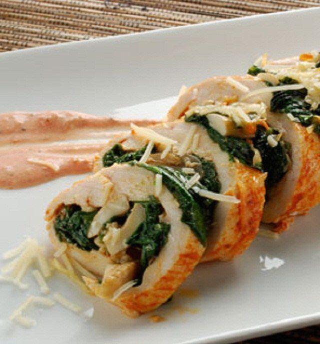 Esta es una comida totalmente ligera, puede formar parte de tus almuerzos o tus cenas. Ingredientes: 4 oz de pechuga de pollo sin piel (cortado en milanesas) ½ cucharada de pimentón en polvo 1 cuch...
