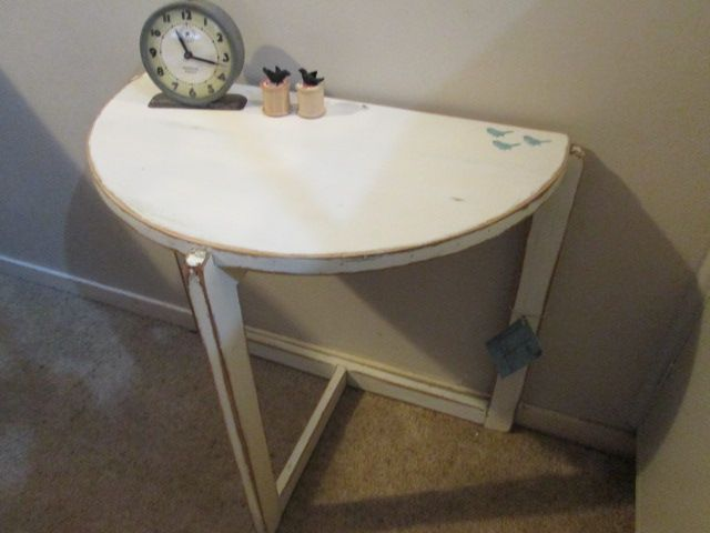 """""""juliesgirlshed"""" side table with 3 birds handpainted on"""