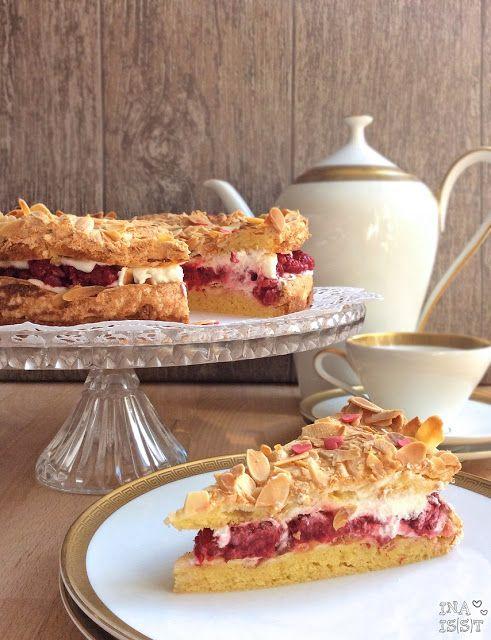 Ina Is(s)t: Kulinarische Kindheitserinnerung: Omas Himbeertorte mit Mandeln / Grannys Raspberry Cake