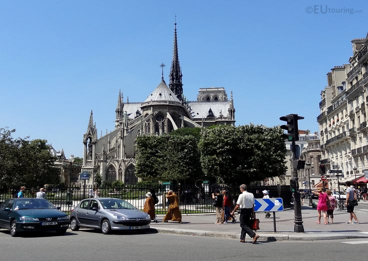 In this shot taken from outside of the Square Jean XXIII you can see part of the square which is at the back end of the Notre Dame, with a road which passes nearby in the foreground.  You may also like www.eutouring.com/images_paris.html