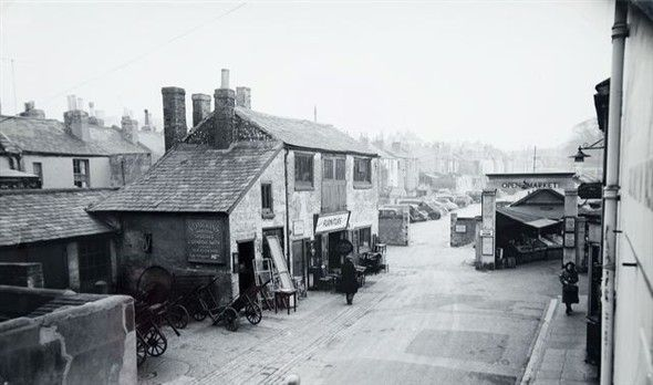 Entrance to the Open Market (London Road end) c1950s Note the old forge on the left outside the Market gates. They were still shoeing horses well into the 1960's