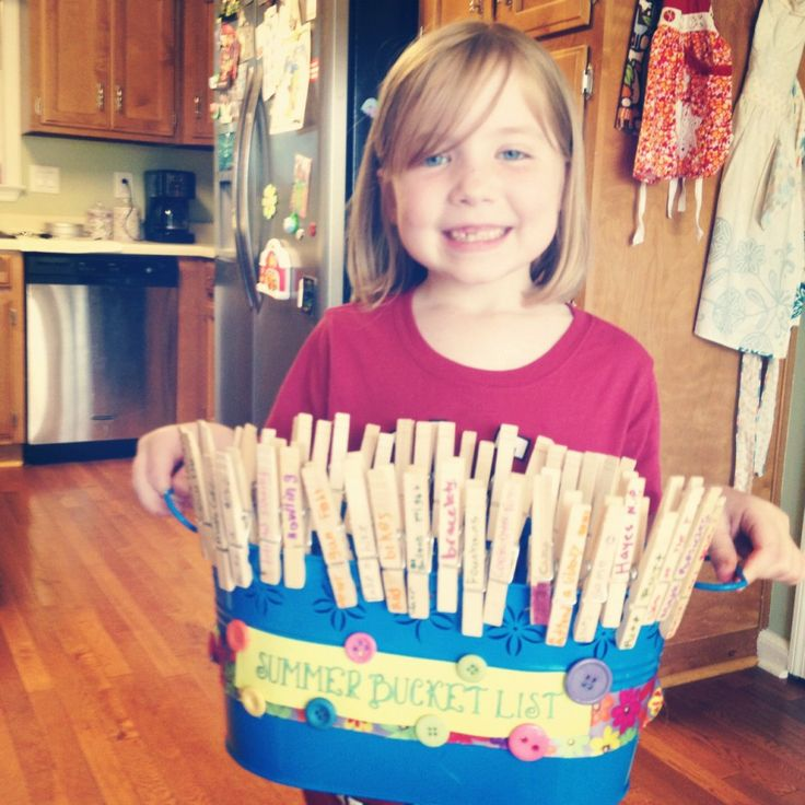 "Our Summer Bucket List! -  Everything from ""Water Balloon Fight"" to ""Outdoor Concert""! I think that this would be an awesome final craft for our MOPS mom in May!"