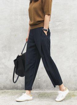 Today's Hot Pick :ストライプ柄ワイドスラックスパンツ【iamyuri】 http://fashionstylep.com/SFSELFAA0004195/iamyuriijp/out 伸縮性のないポリエステル素材を使ったスラックスパンツです。 バギーパンツのような余裕のあるシルエットが特徴に☆ 細いピンストライプがスリムなレッグラインを演出♪ フォーマルにもカジュアルにもコーデ可能な着回しスラックスパンツ!!