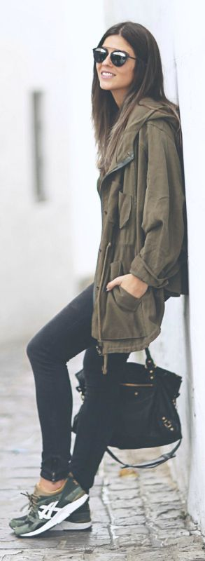 Natalia Cabezas keeps it cool and casual in a khaki parka and black skinny jeans.   Jeans/Parka/T-Shirt: Zara, Bag: Balenciaga.