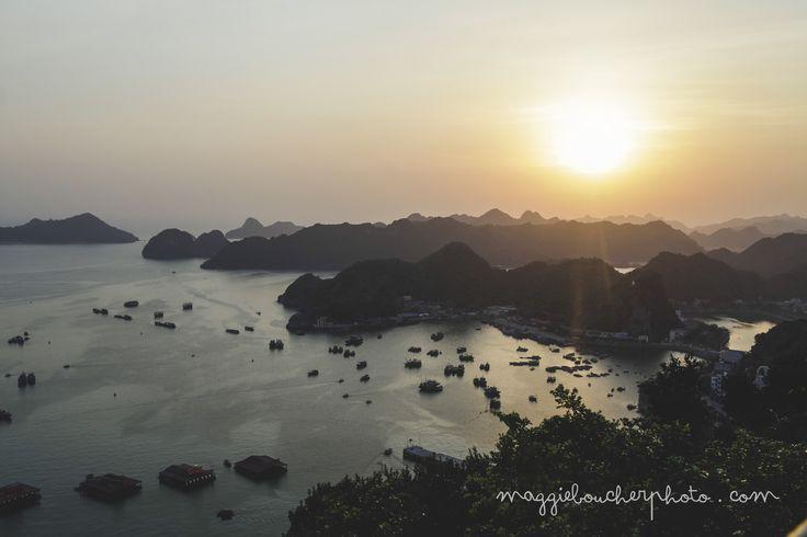 Paysage de Cat ba au Vietnam au couché du soleil. Montagnes de Cat ba, Halong bay. www.maggieboucherphoto.com