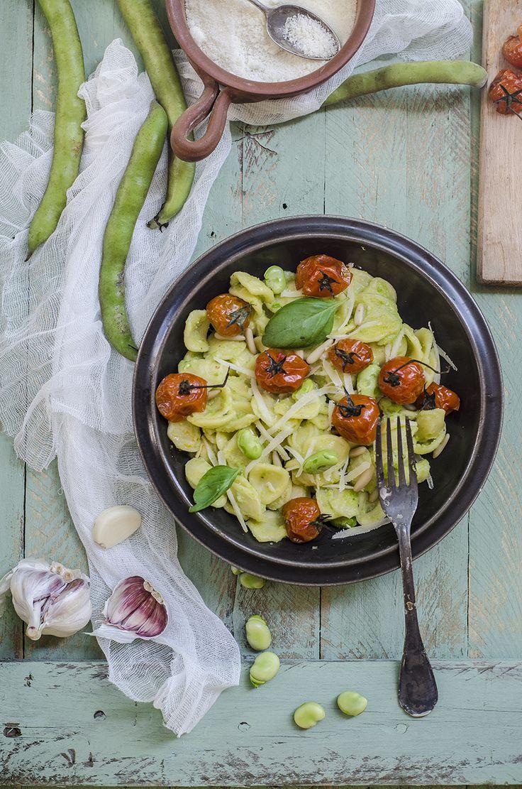 Orecchiette con pesto di fave e pomodori arrosto