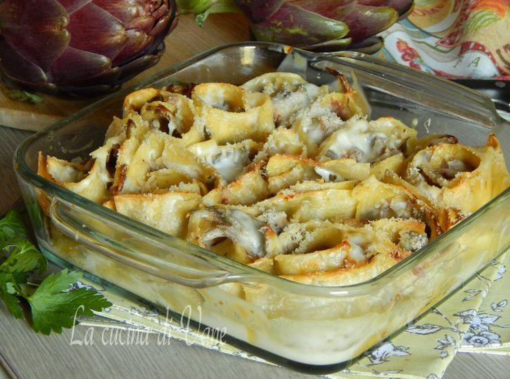 Nidi di Lasagne con carciofi salsiccia e scamorza, ungustoso riccoe succulentoprimo piattoche ci conquista con il suo profumo e il suo ripieno goloso.