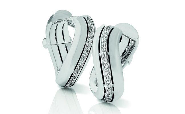 Infinito.....orecchini in oro bianco e diamanti taglio brillante.  Gioielleria F.lli Cappon Torino