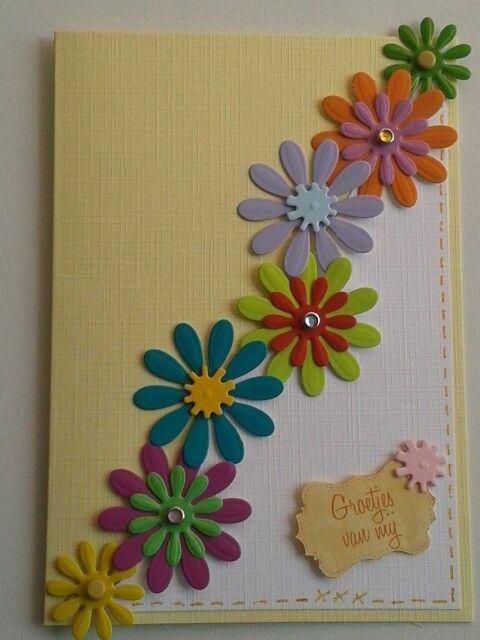 Kaart met bloemen in frisse kleuren.
