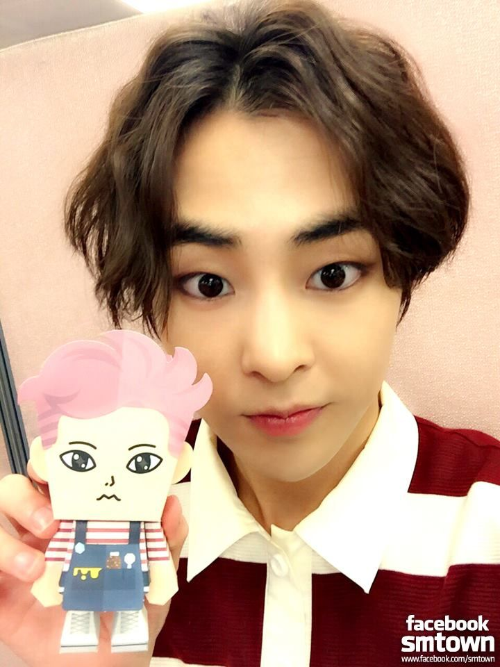 Xiumin's selfie time with 'EXO PAPER TOY'! [from FACEBOOK EXO-M STAFF]