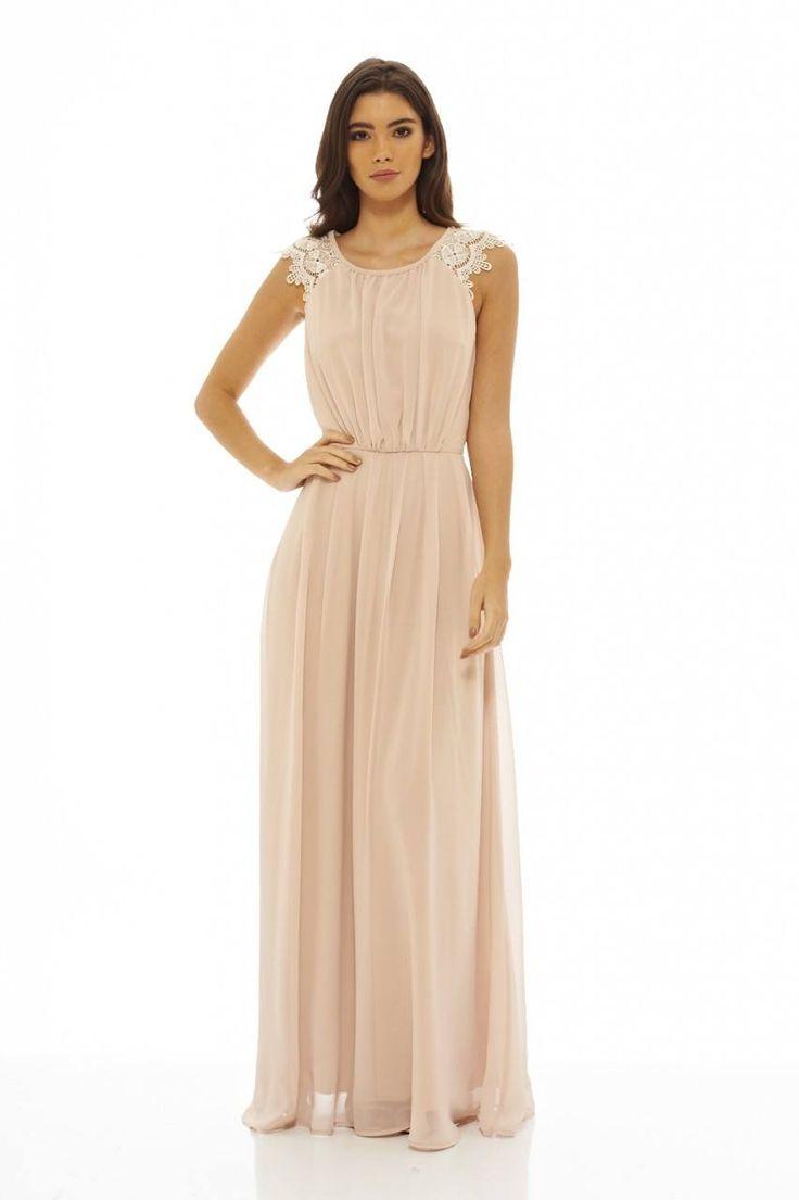 Dostępne różne rozmiary – stylowa, długa sukienka w pięknym kolorze nude – sukienka to klasyczna elegancja, jej siła tkwi w prostym ale niebanalnym kroju – przepiękną ozdobę kreacji stanowią piękne, koronkowe, szersze ramiączka – pięknie zaznaczona talia i szyfonowy materiał sprawiają, że każda kobieta poczuje się w niej jak Bogini – kreacja idealna na wesele,