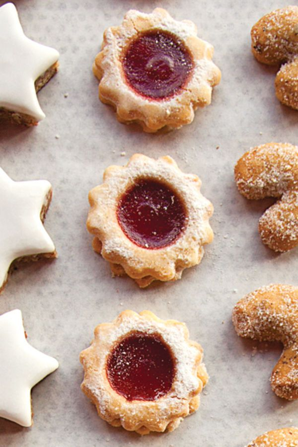 The recipe for these jammy linzer-like Christmas cookies comes from the bakery Rischart in Munich.