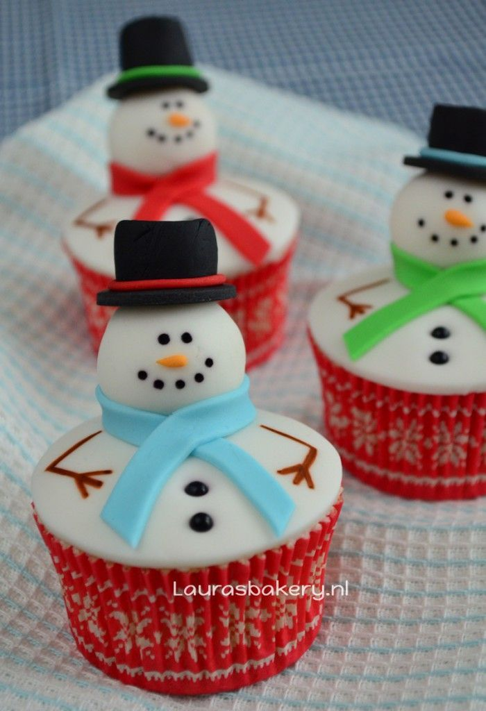 Sneeuwpop cupcakes - how to snowman cupcakes - Laura's Bakery: