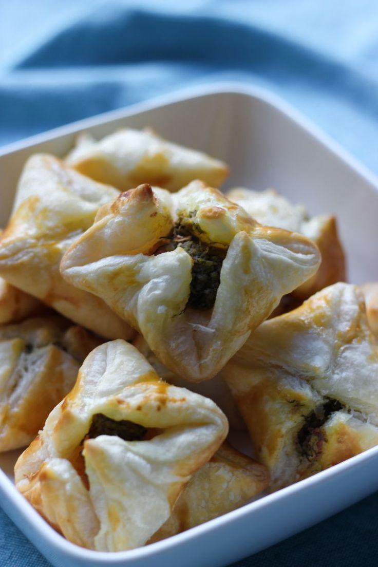 Recept 'Bladerdeegpakketjes met zalm en dillepesto' | njam!