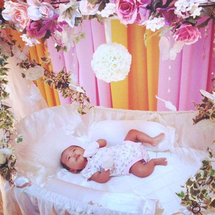 My dream cradle in pink nur sofia 39 s baby shower after 40 for Baby name decoration