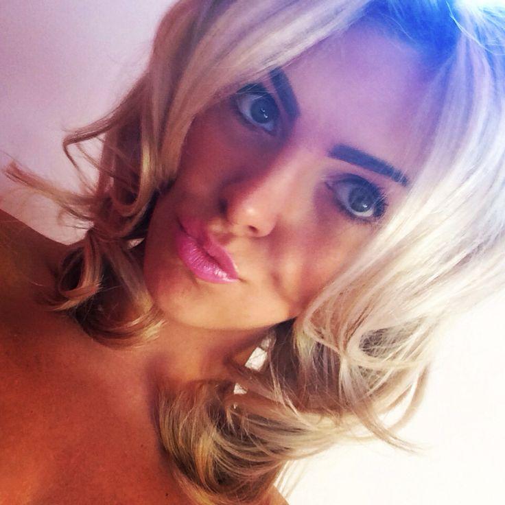 Blonde Curls, set in Sleep In rollers for 1 hour