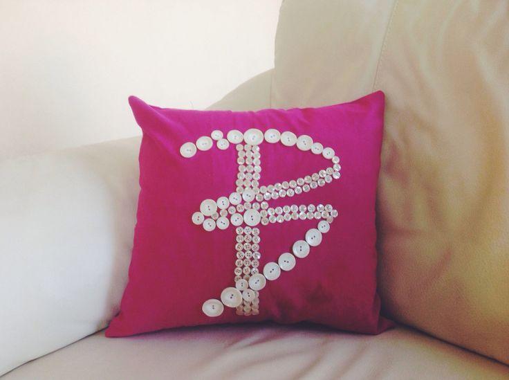 Buse Terim için yapılan logo işlemeli yastık. #Didowa #HomeDecor #Yastık