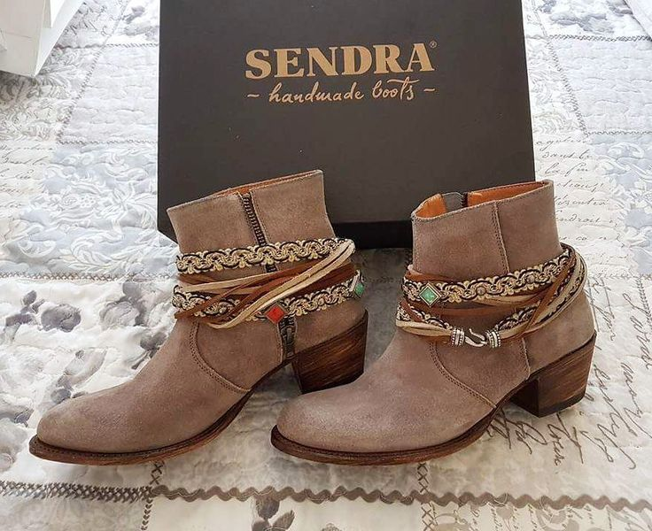 A gift to remember? Always #sendraboots. #sendra #highquality #handmadeboots #madeinspain #loveboots #fashionboots #fashion #design #trend #look #streetstyle #style #cowboy #western #cowgirl #bestoftheday #photooftheday #picoftheday #girl #woman #love #walktheworld #walklikeus