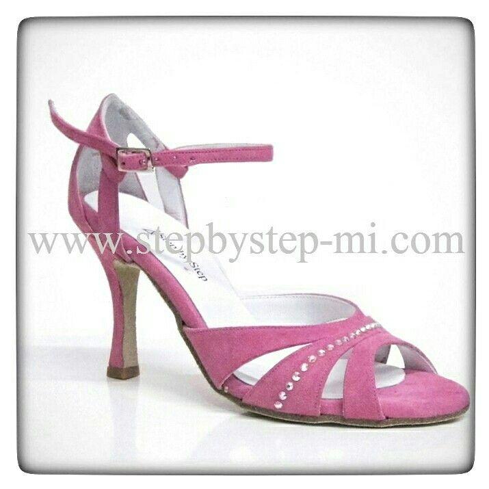 Sandali in camoscio rosa con strass #stepbystep #scarpedaballo #danceshoes #sandali #salsa #bachata #sandal #rhinestones #strass