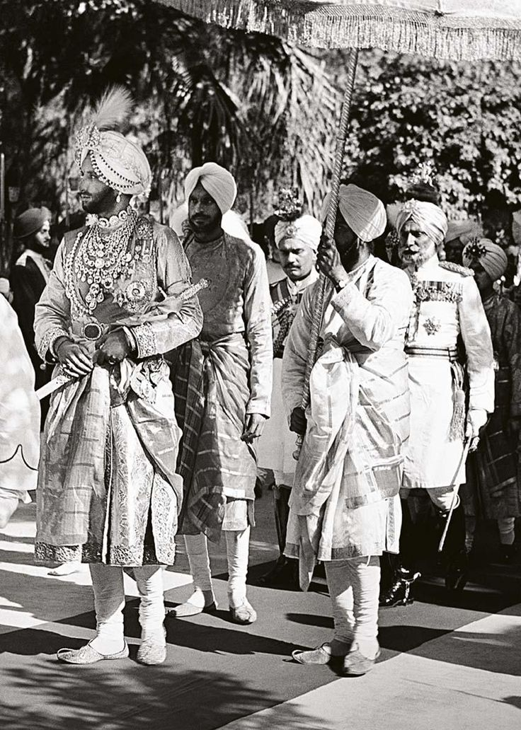 Maharaja Yaghavindra Shingh of Patiala in a procession, 1940. History, India